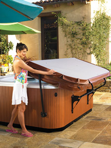 Spa cover and lifter roundup aqua magazine - Jacuzzi exterieur occasion ...