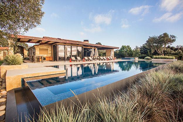Transforming Swimming Pools : Transforming design aqua magazine