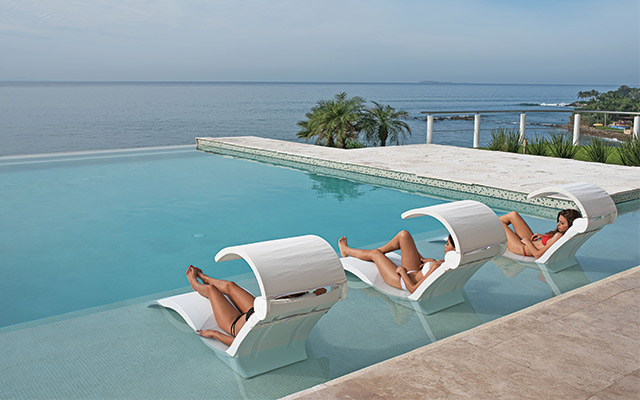 Tanning ledges a fiberglass must have aqua magazine for Pool design with tanning ledge